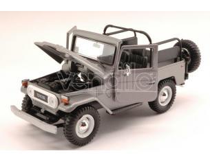Motormax MTM79330GY TOYOTA FJ40 OPEN 1960 SILVER 1:24 Modellino