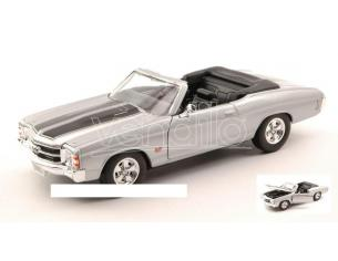 Welly WE2089S CHEVROLET CHEVELLE SS 454 1971 SILVER W/BLACK STRIPES 1:24 Modellino