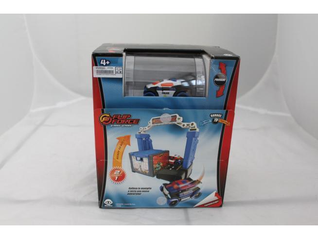 Flip Force Garage 2in1 - Gira la macchina e cambia colore (bianco e blu)