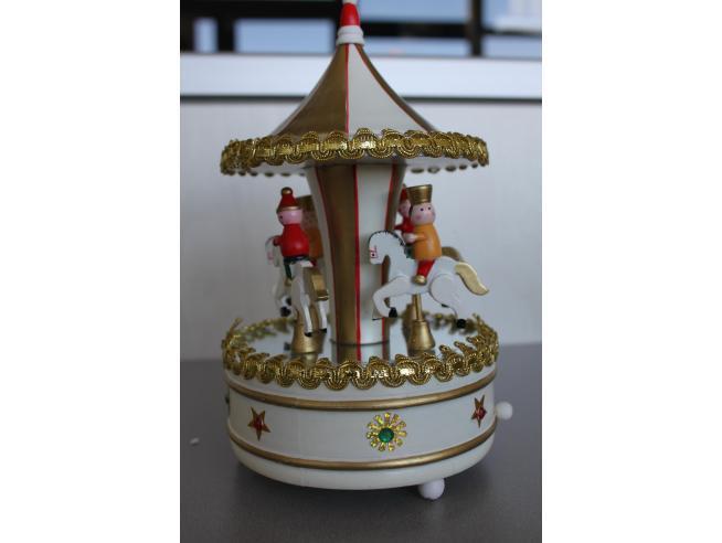 Carillon a forma di giostra con cavalli e bambini in legno