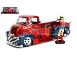 JADA TOYS JADA30453 WONDER WOMAN W/1952 CHEVY COE PICK UP METALLIC RED 1:24 Modellino