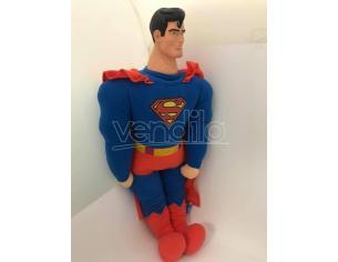 Peluche Superman con mantello e testa in plastica 75 cm Famosa Rovinato