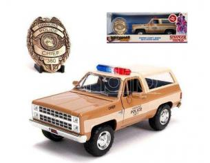 Jada JADA31111 HOPPER'S CHEVY BLAZER WITH POLICE BADGE STRANGER THINGS 1:24 Modellino