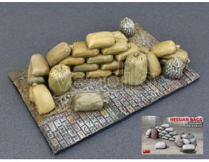 MINIART MIN35586 HESSIAN BAGS (SAND, CEMENT, VEGETABLES ETC.) KIT 1:35 Modellino